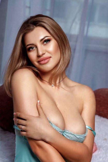 Viktoria Escort Model